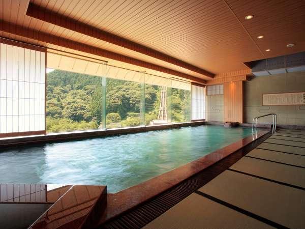 【展望大浴場】萩姫の湯5月頃から新緑が始まり、色とりどりの山々を望むことができます