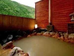 源泉掛け流し!100%ピュアの天然温泉は「茶褐色」のにごり湯
