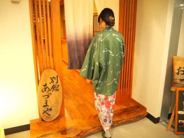 当館には本館の客室(10室)と別館の客室(3室)に分かれます。本館から別館への入り口はこちらです。