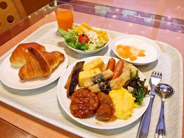 朝食は和洋のバイキング