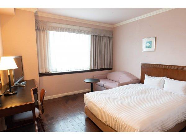 ラージダブル(客室一例)19.4㎡のお部屋に140cm幅の広めのベッドでおくつろぎいただけます
