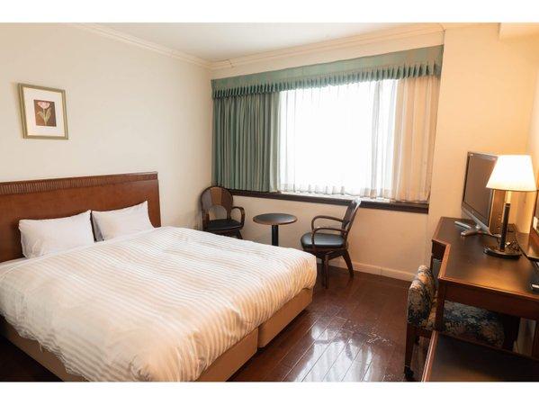 ラージクイーン(客室一例)19.4㎡のお部屋に160cm幅の広めのベッドでおくつろぎいただけます
