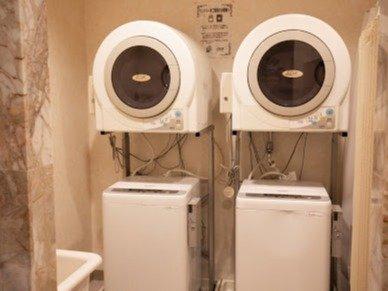 ランドリーコーナー 長期滞在に便利なコインランドリーと乾燥機をご用意