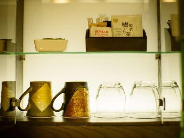 【ラグジュアリーフロア】金沢の伝統工芸 九谷焼のマグカップをご用意。