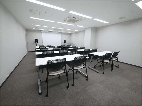 1時間5500円から利用可能な40㎡の貸会議室を館内に完備!