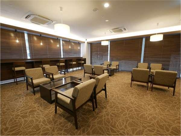 客室以外でもゆっくりできる広いフリースペースを完備