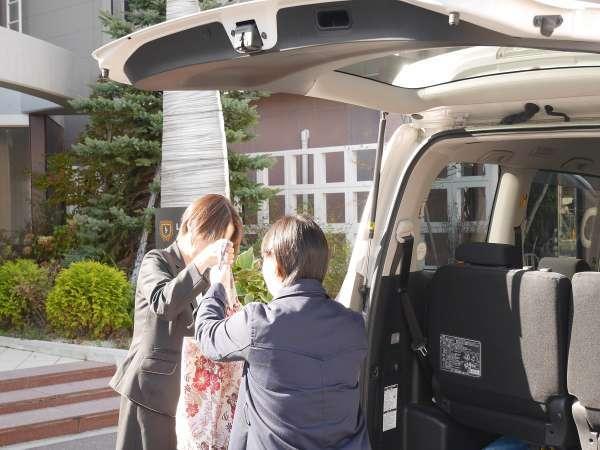 【無料駐車場完備】係が駐車場の場所をご案内致します。