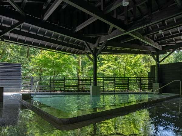 大自然に抱かれながらの湯浴みを。2020年2月リニューアルオープン露天風呂(かえでの湯)