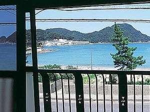 柴山ビーチまで10秒!青く広がる海も目の前に!お部屋からの眺めもお楽しみください(一例)