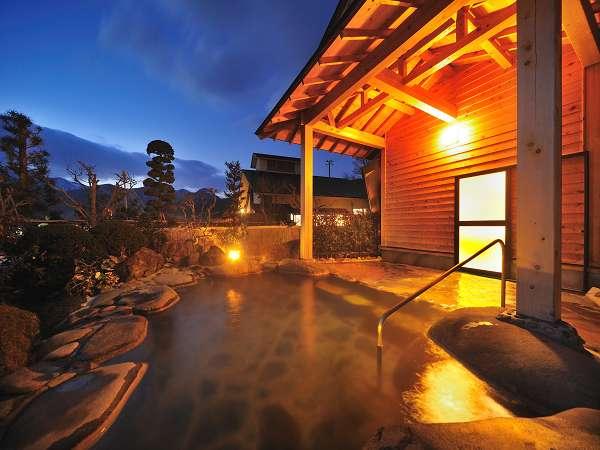 【貸切露天風呂】お泊りのお客さま専用「沢子の湯」。満天の星空や満月を眺めての湯あみは最高です♪