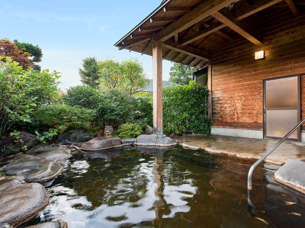 *【貸切露天風呂】ご夫婦、ご家族でも広々と入浴いただけます