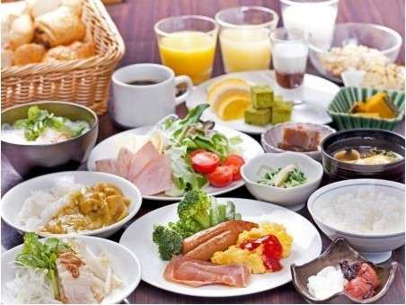 新潟の美味しいごはんと和洋のバラエティビュッフェ。米粉のフォーや店内焼のパンも大人気です!