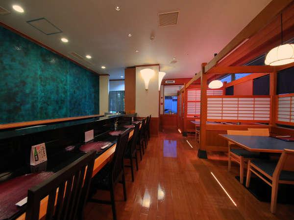 """■和食 海■座敷とテーブルが合わさった""""和モダン""""レストラン。窓からは庭園もご覧いただけます"""