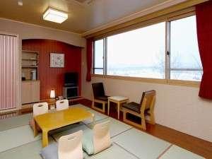 大きな窓がありゆっくりお過ごし頂ける和室スタンダードタイプ禁煙