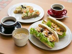 """Cafe&Bar15 朝食""""ビュッフェスタイルで食べるセルフサンドウィッチ""""朝6:30~お召し上がりいただけます。"""