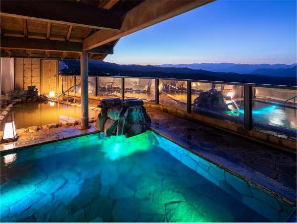晴れた日の露天風呂は格別♪特に夜は街の灯りと星空が広がり、身も心も癒してくれます