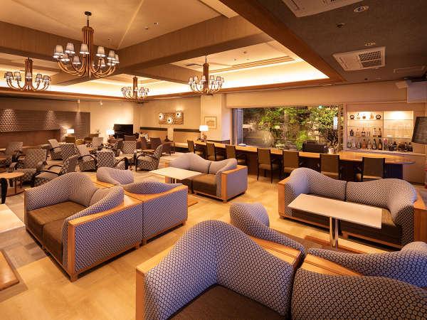 リニューアルラウンジ!昼間は家族が談笑するカフェ、夜は大人が愉しむオシャレなバーに変身します