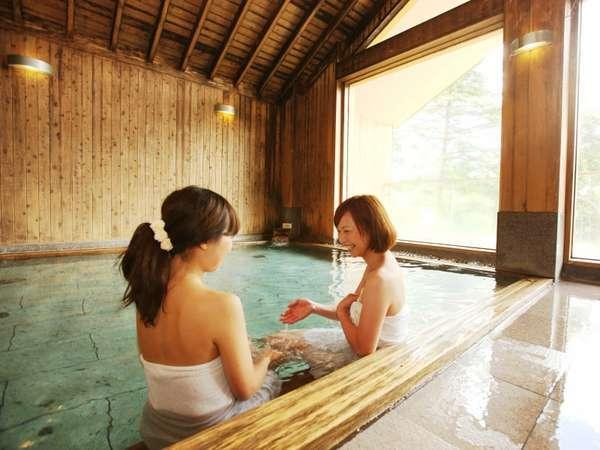 木の温もりと開放感あふれるひのきつくりのお風呂です。中房渓谷から直接引湯した泉質自慢の湯です。