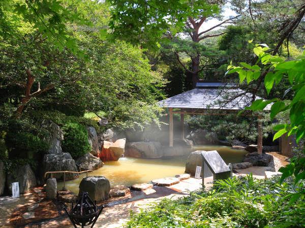 緑があふれる露天風呂!心地よい風に吹かれていい気持ち♪
