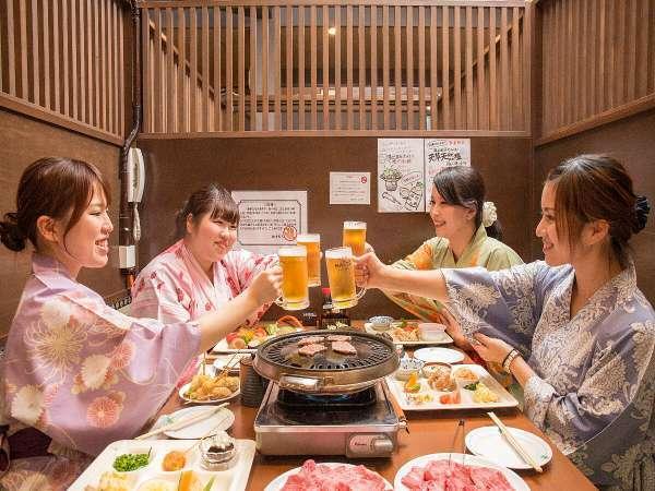 【夕食バイキング】料理と飲み物が揃ったら!カンパーイ!!!