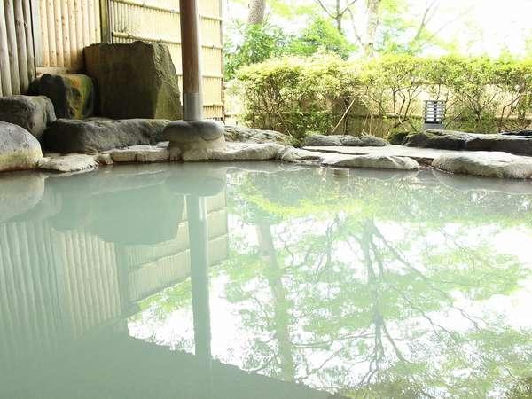 【仙郷楼】かけ流しの白濁湯はPH2.0の強酸性で殺菌作用も高く