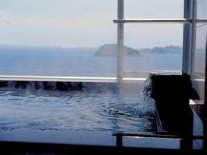 大浴場からの眺望。24時間入浴可能なので、日が昇る様子を見ながらゆったりできます
