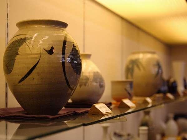 陶器名品店:有田、有名作家の作品を展示即売