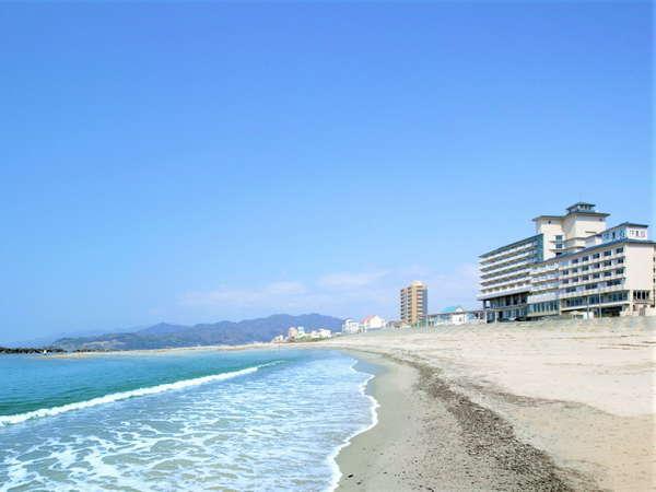 日本海一望。波打ち際に佇む宿。