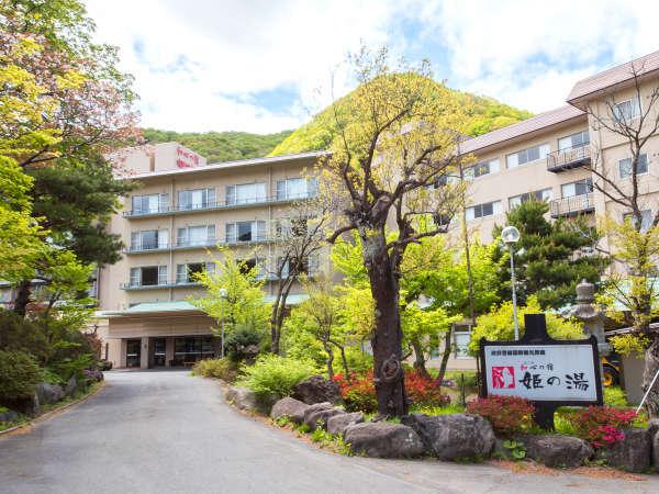 JR湯瀬温泉駅から徒歩3分。駅から当館が間近に見える立地です。