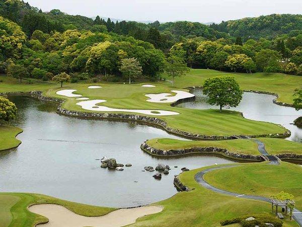 *【約40万坪の広大なゴルフ場】全長6.827ヤード、18ホール、パー72。