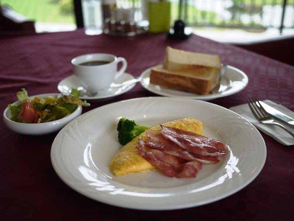 *【朝食例】ふわふわオムレツにカリカリベーコン♪洋食派にオススメ