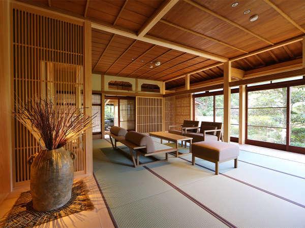 【別邸 相生】木のぬくもりと日本文化の良さを感じられる和モダンテイストのリビングルームです。
