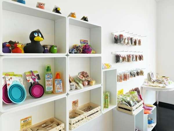 ワンちゃんグッズのレンタルや、お食事・おもちゃなども販売