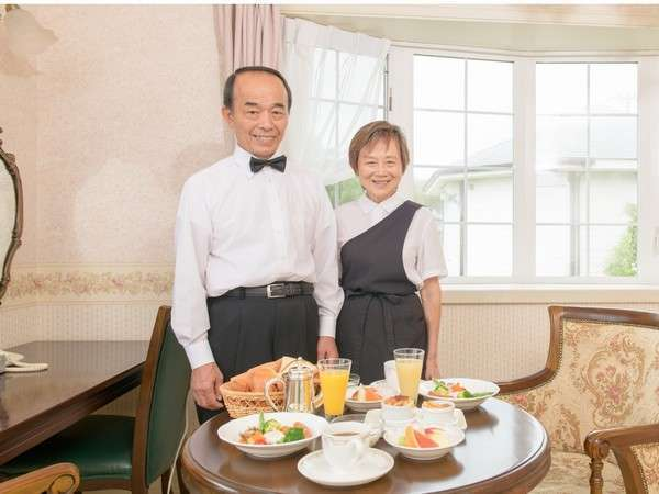 リニューアルお客様のお部屋に朝食をお届け致します