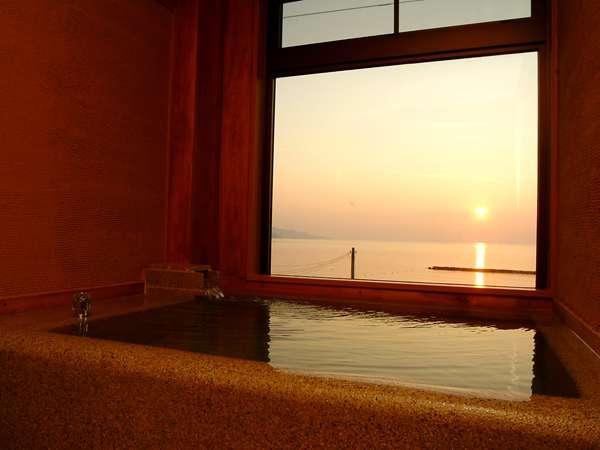 【展望温泉石風呂付客室/一例】4室限定 天然温泉と夕日を一人占めするプライベートな空間