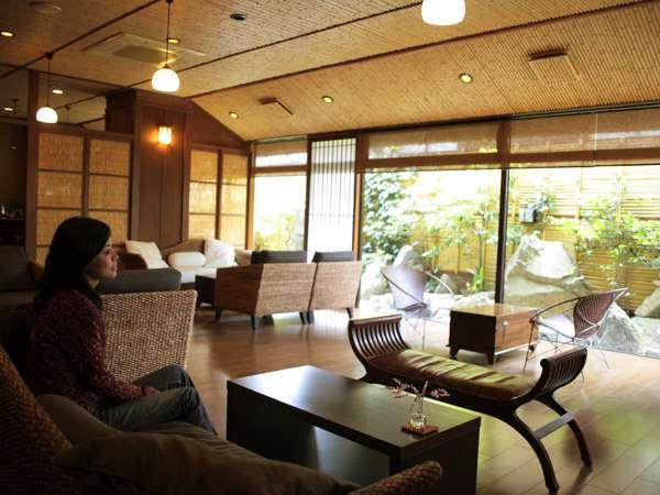 【ロビー】アジアのリゾートを思わせるお洒落な空間がゲストをお出迎え