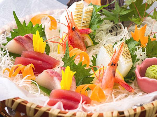 カニ料理の合間に、新鮮魚介の造りでカニ(箸)休め[一例]