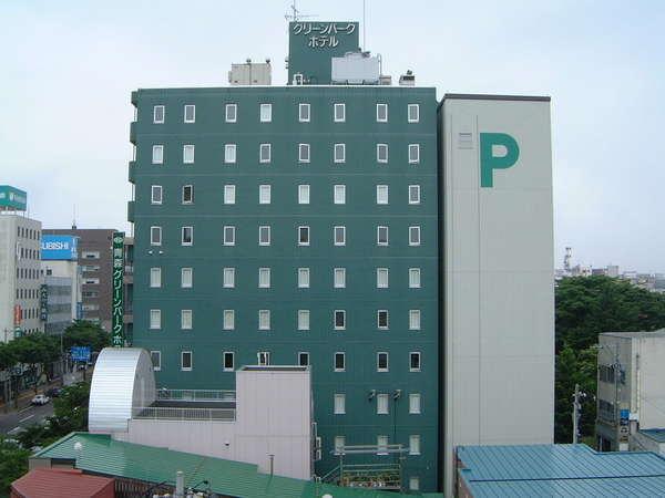 行動に便利な国道4号線に位置し本町・橋本飲食街には徒歩で移動できます。