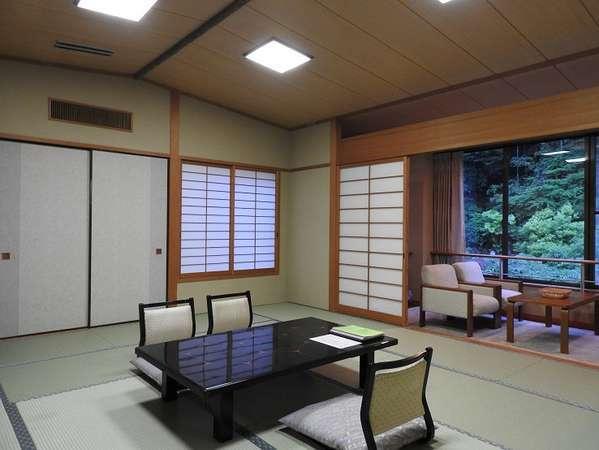 【有隣館】和を基調とした、ゆとりある12畳~15畳の和室です。