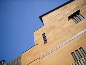 【ONSEN RYOKAN 山喜】長閑な自然と融合した現代建築の全8室の宿。非日常に癒される・・