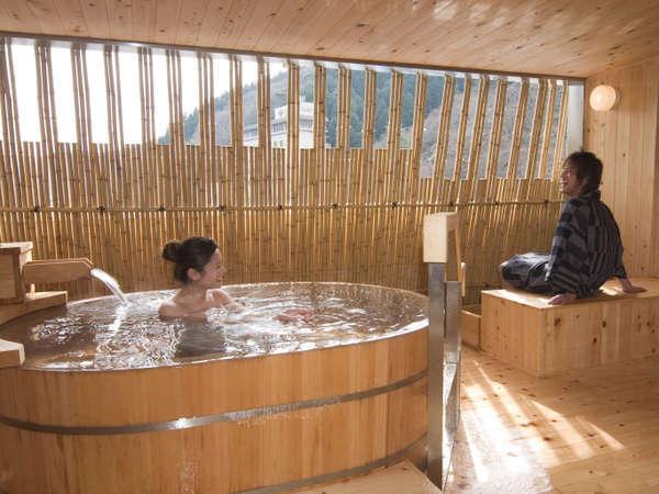 貸切露天風呂202、 人目を気にすることなく、二人でゆっくりとお湯に浸かって、景色や会話を楽しんで!