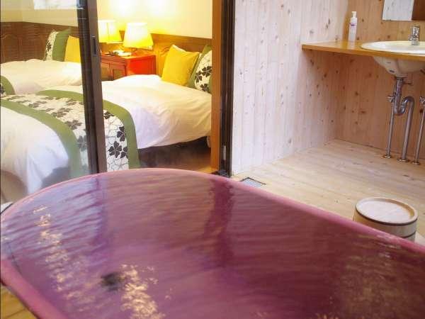 紅藤:温泉露天風呂付き和洋室。特製の陶器製浴槽の温泉露天風呂付のお部屋です。