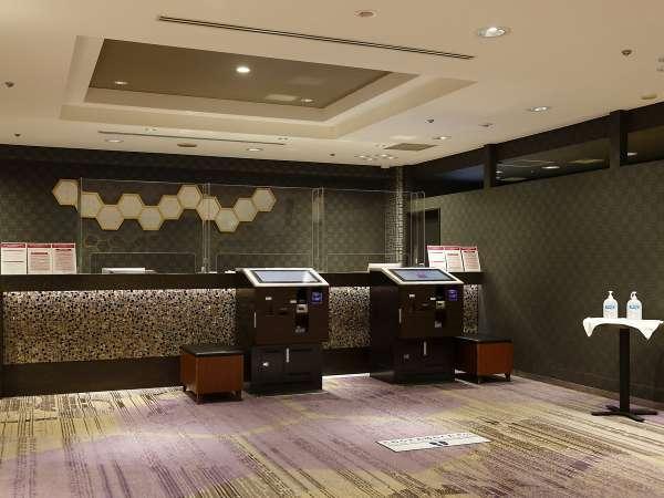 【8階フロント・ロビー】チェックイン前、チェックアウト後のお荷物のお預かり(無料)も8階で承ります。