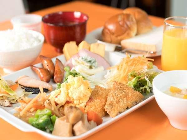 朝食バイキング料理(メニューは和・洋、30種類からご提供致します。)