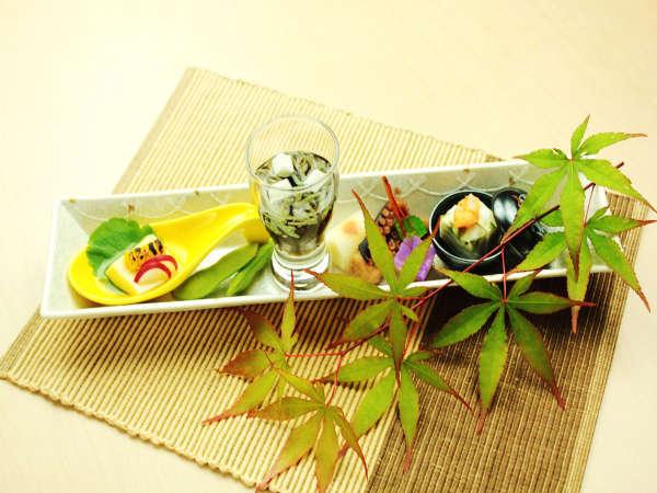【前菜】季節の旬菜盛り合わせ 見た目にも涼やかに盛り付けました