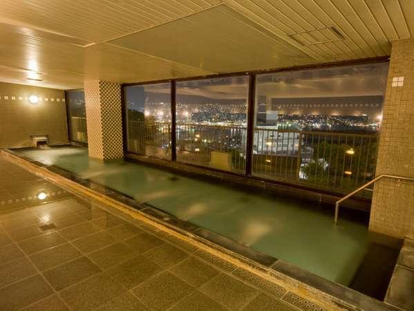 【展望大浴場】世界新三大夜景を望む展望大浴場、朝の入浴時は朝日、初日の出も眺められます