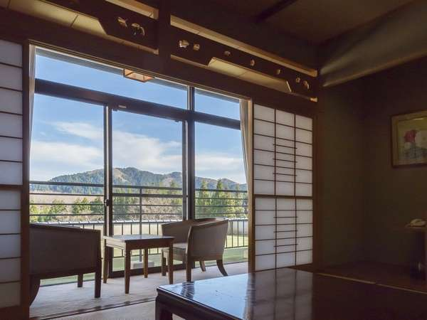 遠くの景色まで見える見晴らしの良いお部屋です。