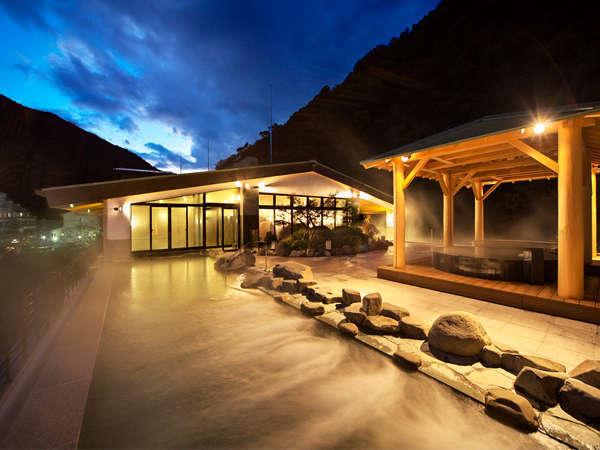 【箱根湯本温泉 天成園】瀧の流れる庭園と、大自然に抱かれた屋上天空大露天風呂が魅力の宿