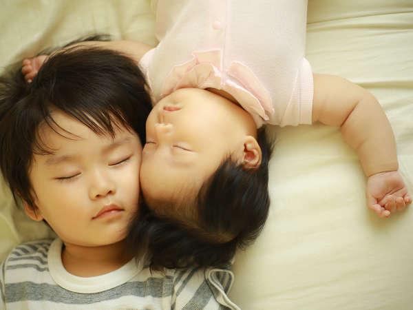お部屋は靴を脱いで上がるタイプで清潔、小さなお子様も安心です(未就学児添い寝無料)。