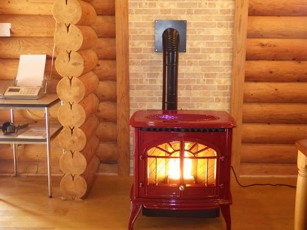 管理棟と10人棟に暖炉設置致しました。